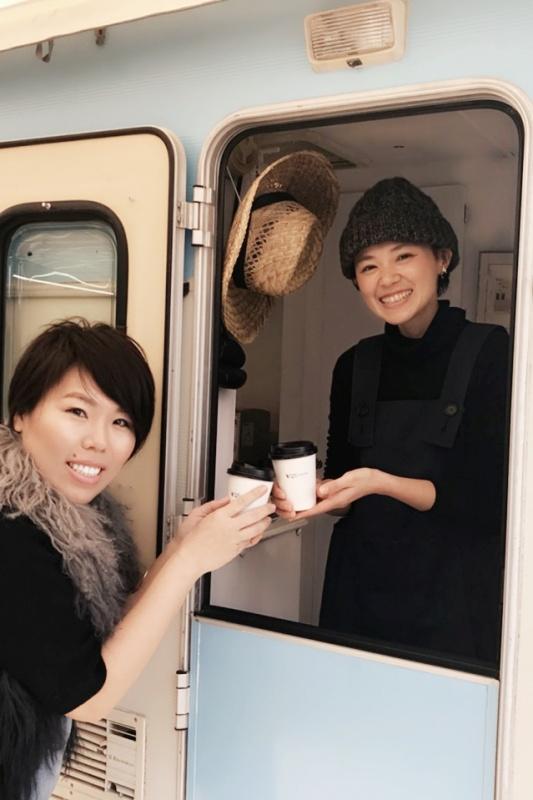 トレーラーハウスカフェ toitoitoi☆食事制限なしのホワイトニングでコーヒーも飲める!